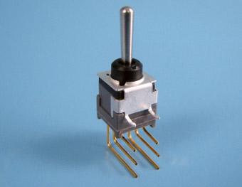 Nikkai Circuitboy-sarjan vipukytkimet piirilevyasennukseen, vertical mounting + tukikehys